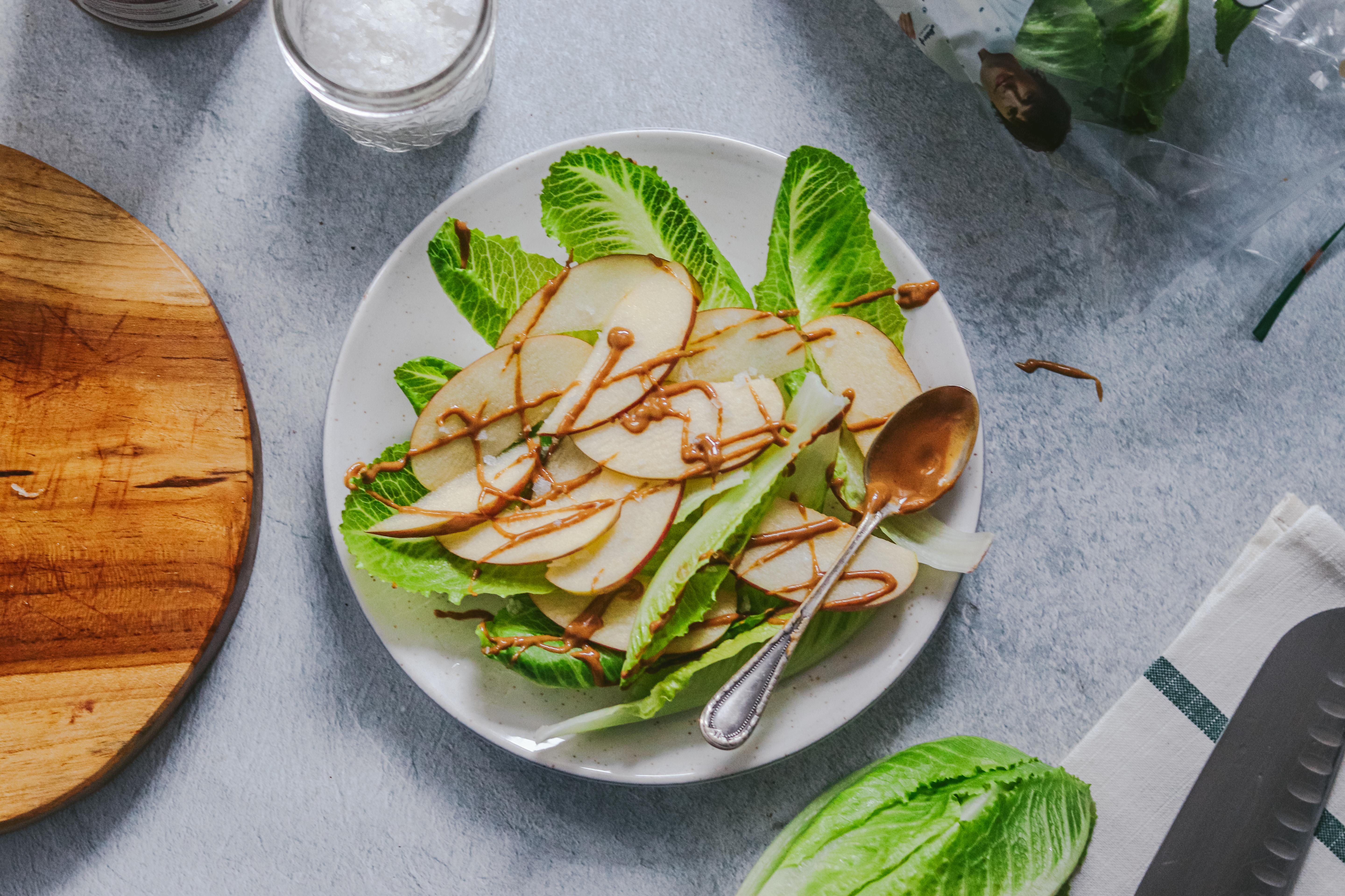Jimbee Snack mit Apfel und Erdnusssauce